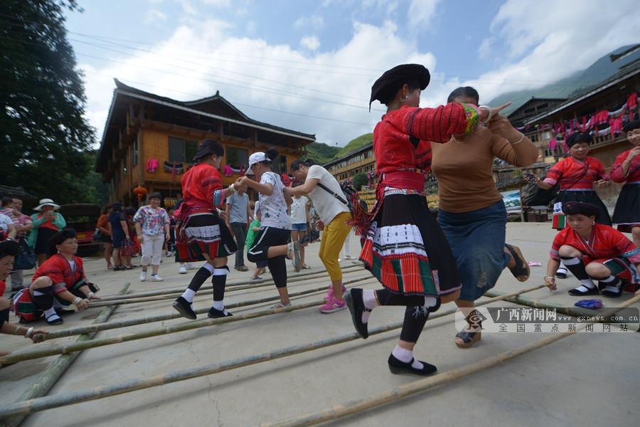 高清:龙胜红瑶同胞欢度龙脊金秋旅游文化节