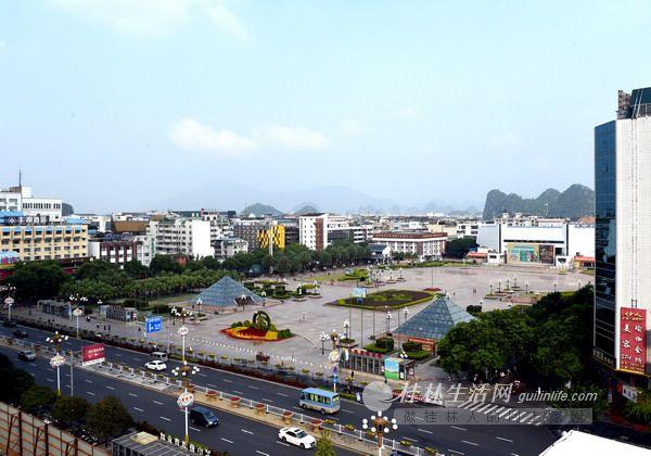 中山中路白改黑,中心广场违章建筑拆除后桂林的街道广场越来越美丽.图片
