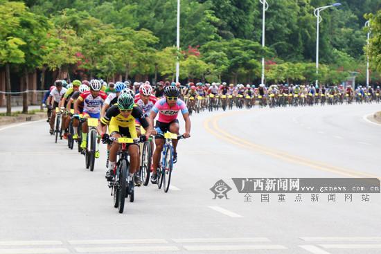 """2017广西公路自行车赛南宁站举行 为""""环广西""""预热"""