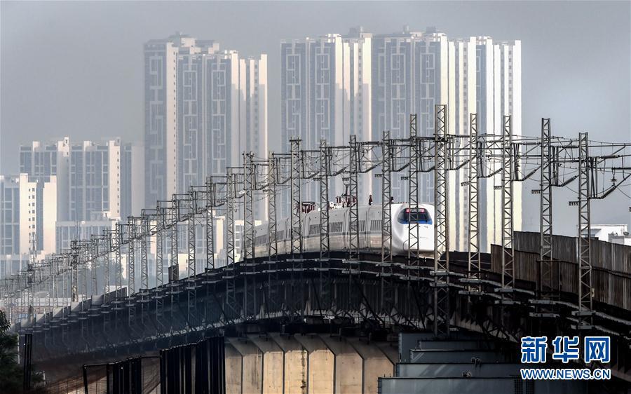(喜迎十九大)(4)美丽高铁穿行山水画廊