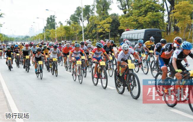 """环广西""""预热赛开赛 近千名骑手激烈比拼"""