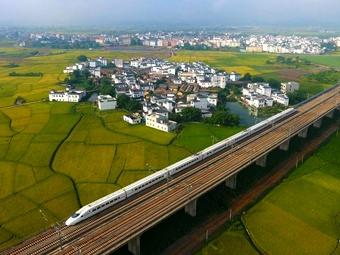 高清组图:美丽高铁穿行广西山水画廊