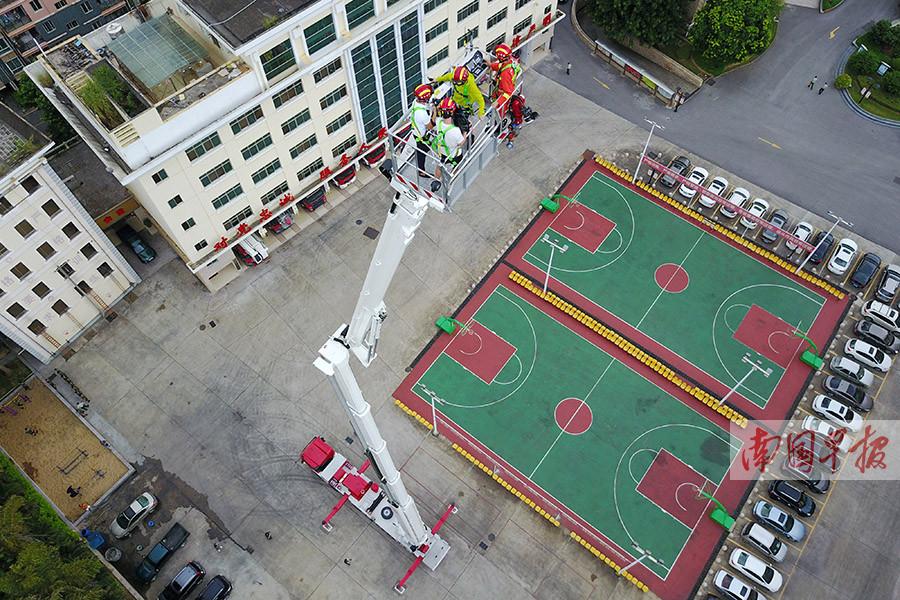南宁引进101米登高平台消防车 身价2500万元(组图)