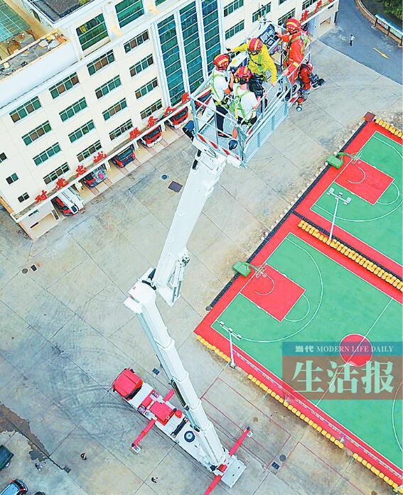 南宁一辆身价2500万元的登高消防车投入使用(图)