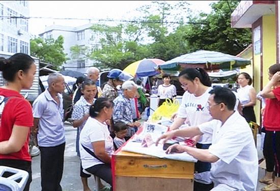 大化妇保院医师赴共和乡开展义诊活动