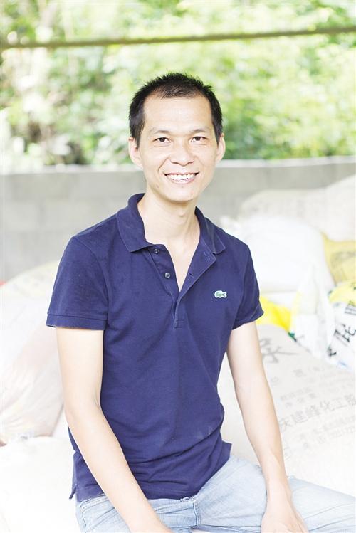 广西:大学生放弃高薪 回家干老本行养鸡