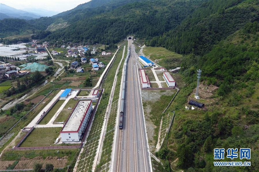 兰渝铁路即将全线通车运营(组图)