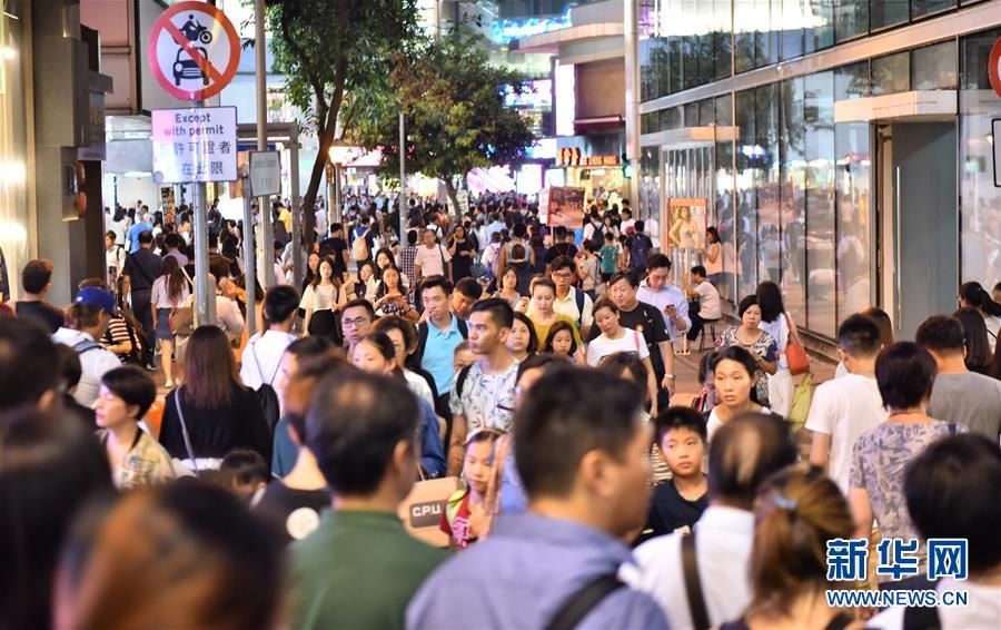 """(图文互动)(1)""""超级黄金周""""来临 香港旅游业大幅回暖"""