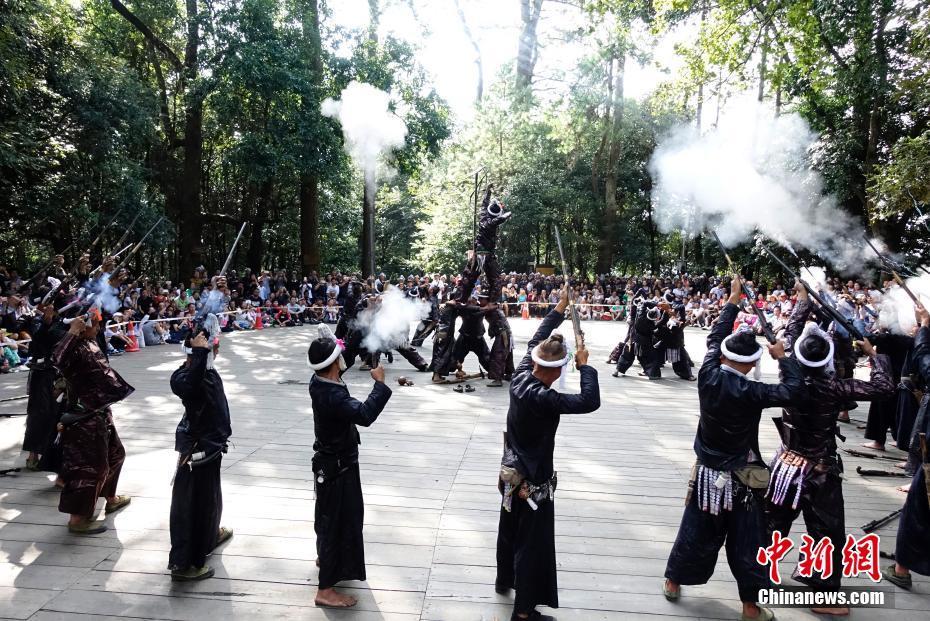 阳光下最后一个枪手部落--贵州岜沙苗族