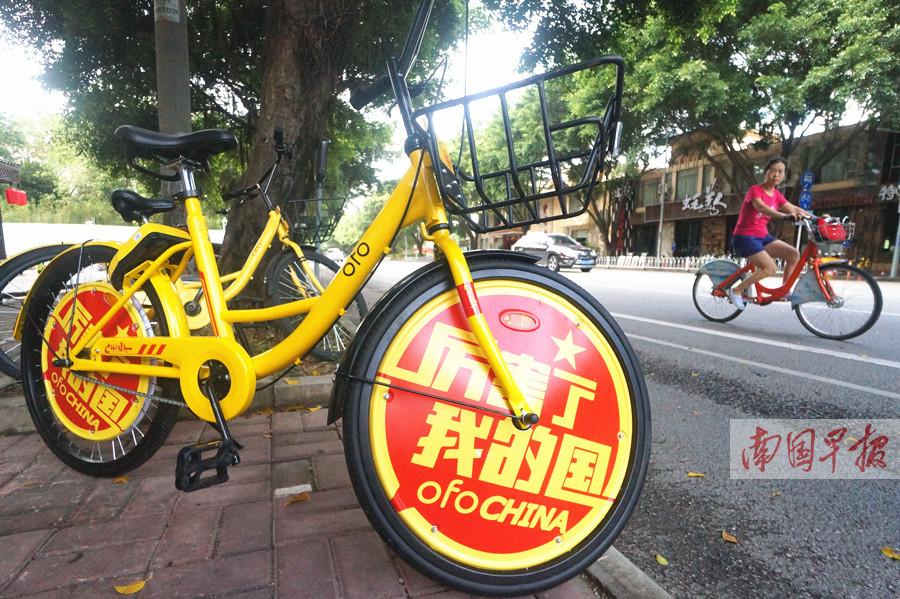 10月8日焦点图:高铁成出行首选 共享单车游景区