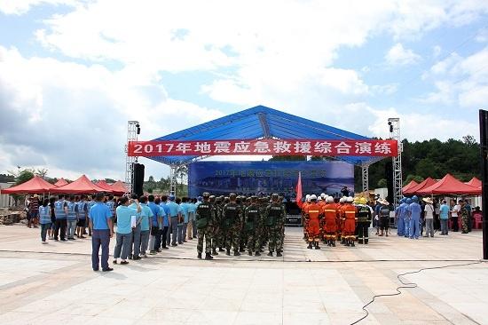 广西武警:实战环境锤练地震救援本领