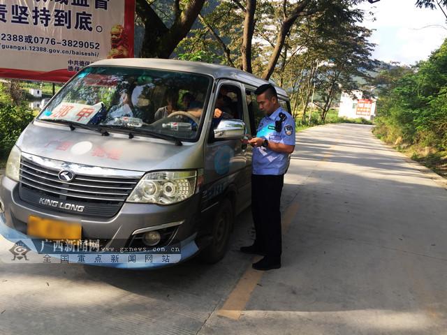 保障道路安全畅通 德保开展农村道路交通安全检查