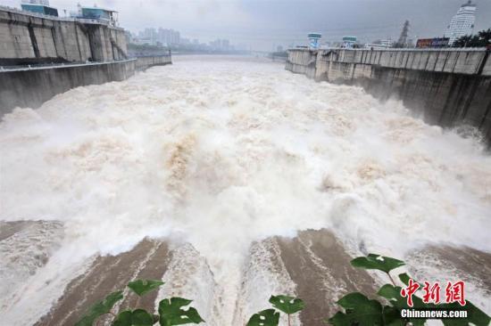 资料图:葛洲坝水利枢纽三江航道。 李风 摄