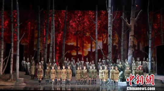 歌剧《这里的黎明静悄悄》剧照。剧院供图