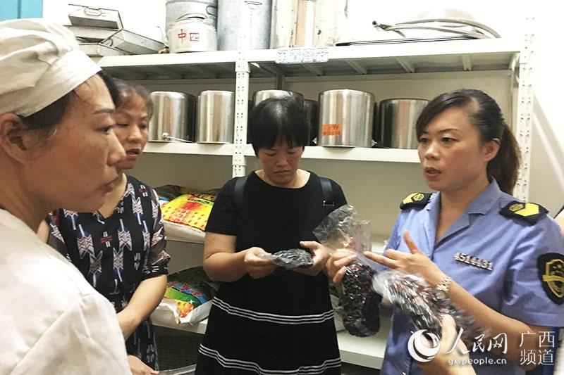 """广西兴安:学校""""保胃战""""让师生吃""""放心餐"""""""