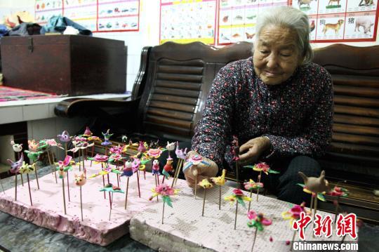 陕西86岁老人制作面花70年忧心技艺难传承(图)