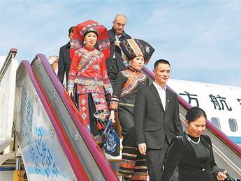 我区出席党的十九大代表抵京