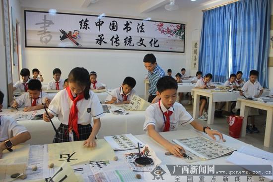 横县:百姓兴教打造发型身边的好小学女生的学校质量适合图片