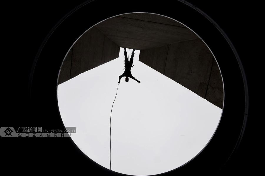 高清组图:武警特战队员训练挑战极限