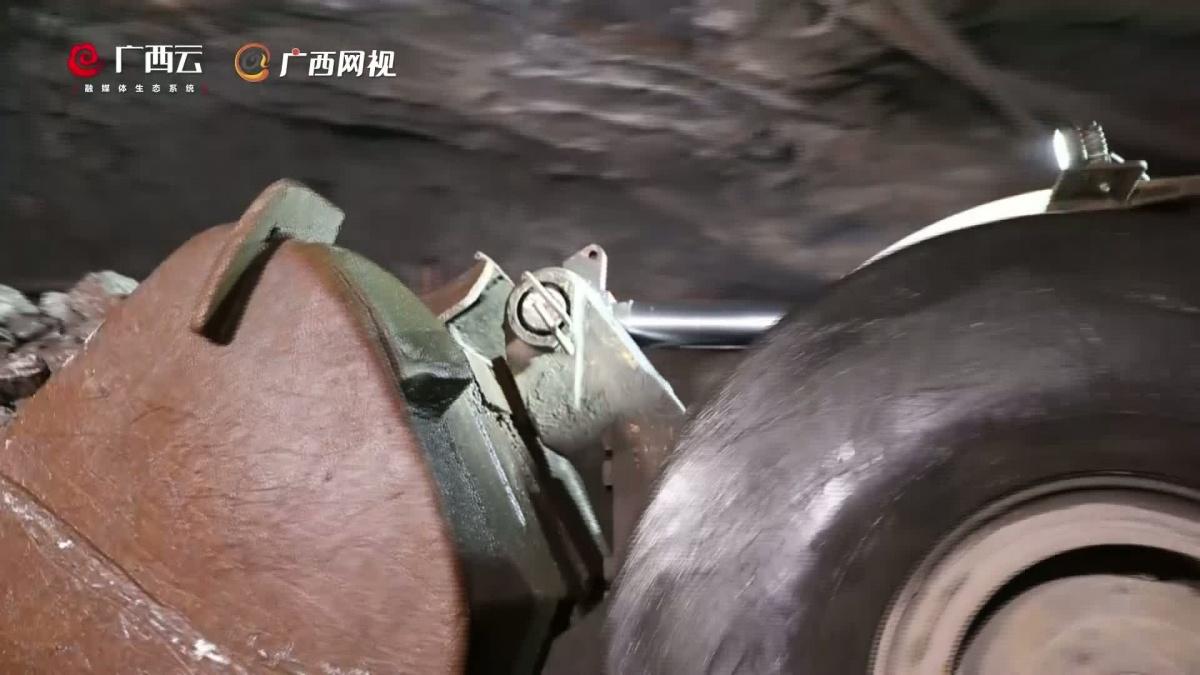 记广西华锡集团铜坑矿出矿工区井下值班长黄文宣