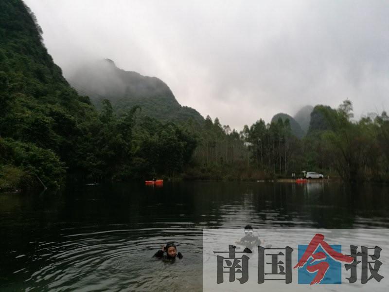 """10月19日焦点图:水下探险队首探""""柳州天池"""""""
