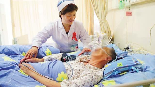 为生命站岗―记南宁市四医院艾滋病科护士长杜丽群