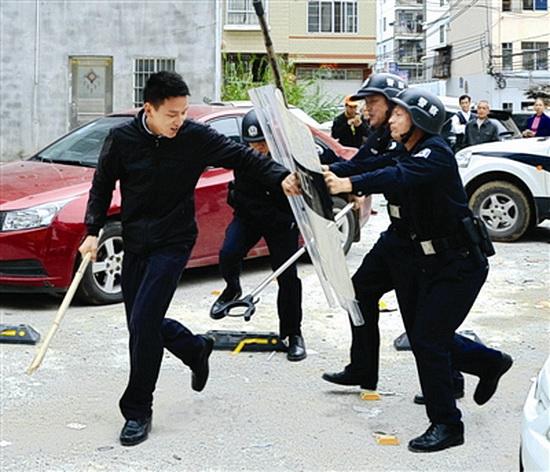 大化公安局组织开展反暴恐警情处置测试