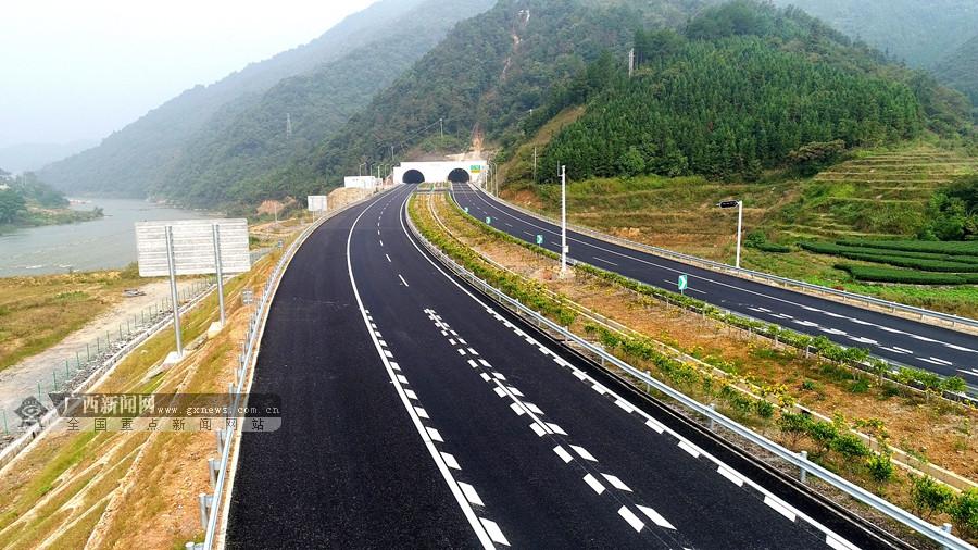 高清:桂三高速公路通車
