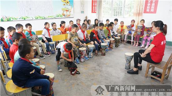 全国助梦行凭祥站:板旺海尔希望小学获赠取暖用品