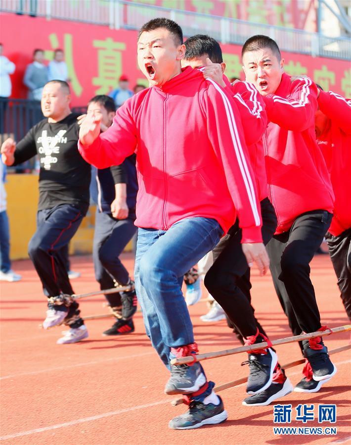 #(社会)(1)山东即墨:趣味运动会 快乐农民工