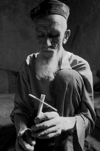 会巴拉曼乐器的老人。拍摄团队供图