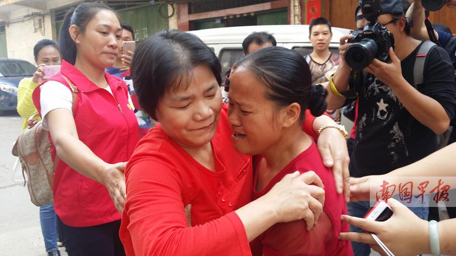 11月2日焦点图:父亲一记耳光女子离家出走27年