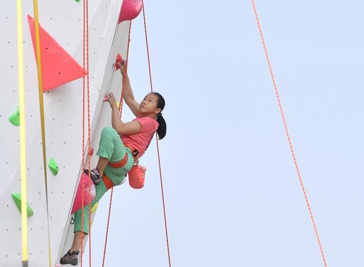 全国青少年攀岩联赛桂林站开赛