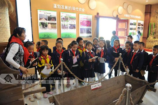 宁明组织小学生开展现代农业科教社会实践(图)
