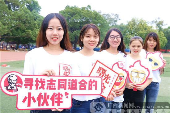 """广西大学曙光学子为""""小候鸟""""开设公益主题活动"""