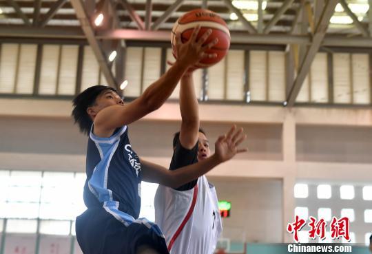 中华台北队与四川代表队比赛进行中。 吕明 摄