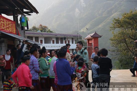 十九大代表走进红瑶村寨宣讲十九大精神