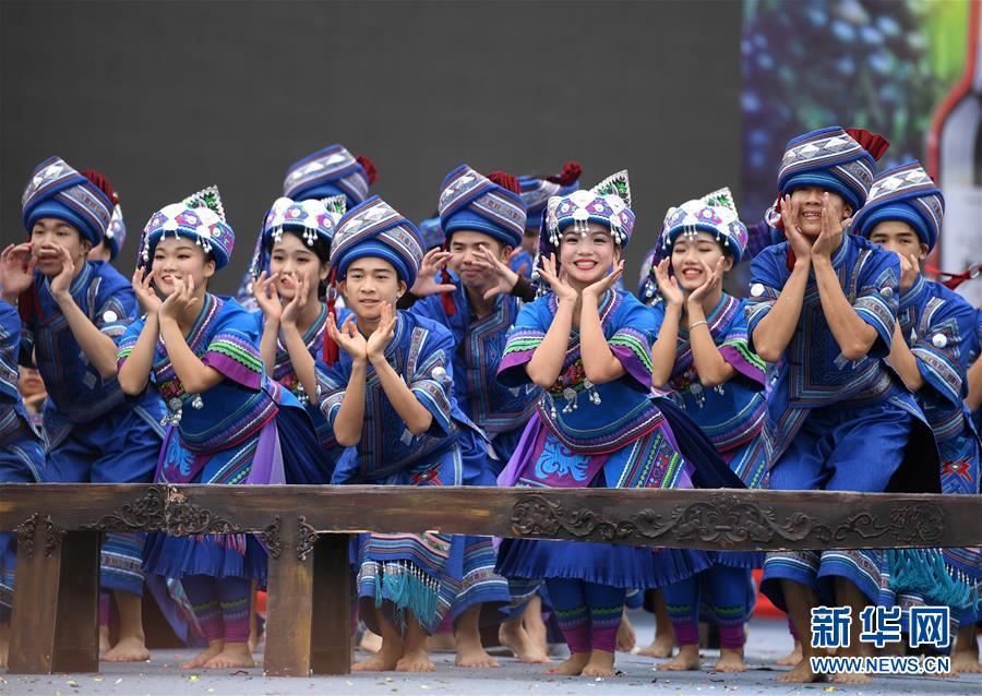 (社会)(7)广西罗城欢庆依饭节