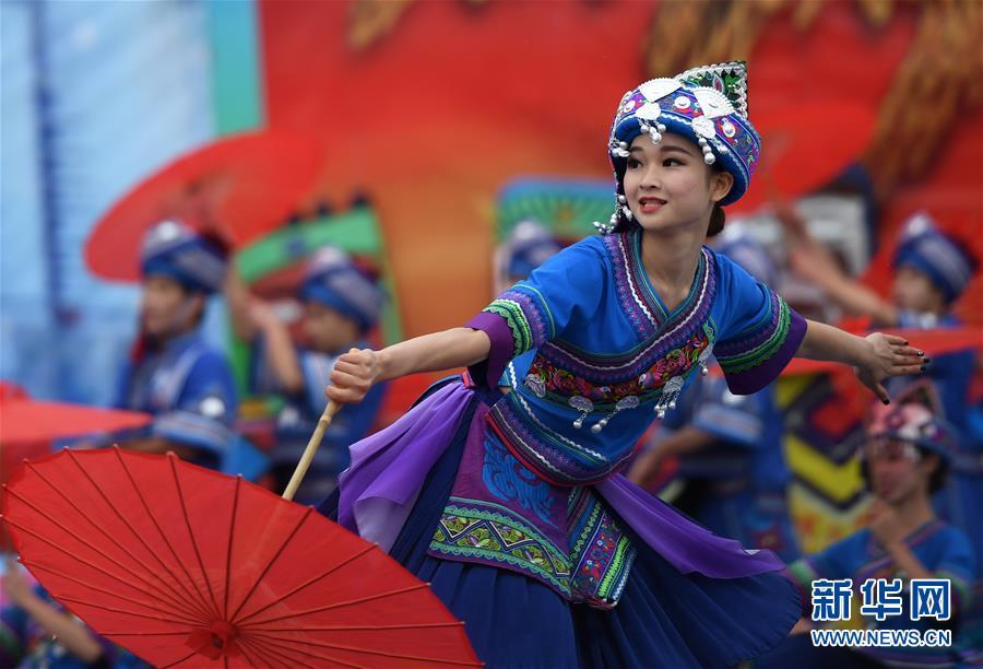 广西罗城欢庆依饭节