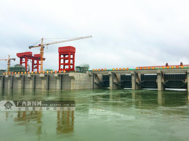 南宁市邕宁水利枢纽工程提前实现大江截流