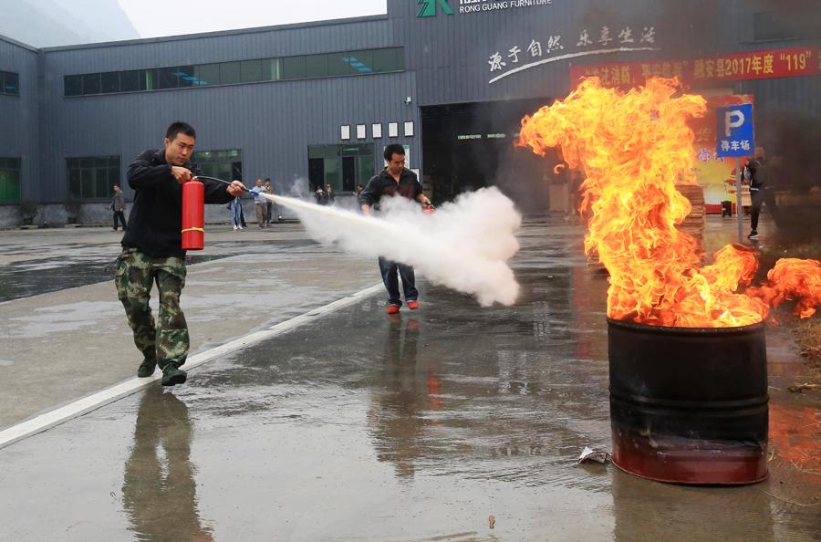 119消防宣传日 融安开展消防实战演练(组图)