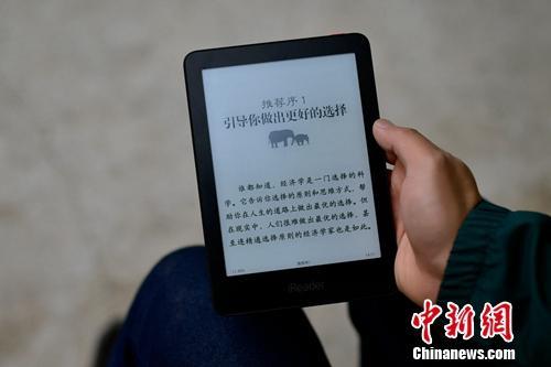 """手机+移动互联网大潮下,""""电纸书""""还有人读吗?"""
