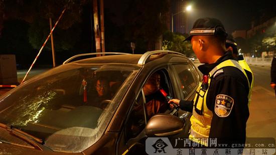 上思警方开展夜查 一晚扣车20辆