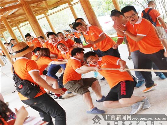 平安产险柳州中支举办十五周年司庆活动