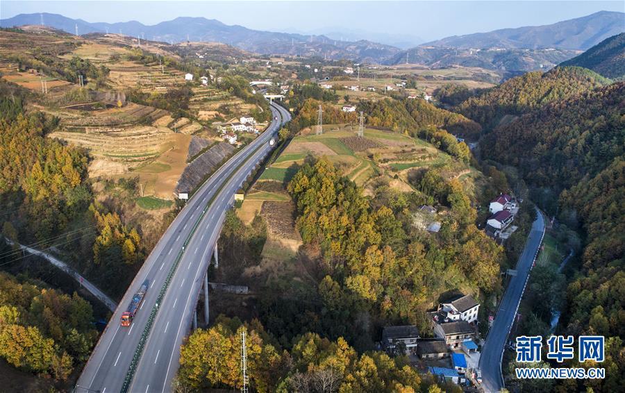 四川  高铁行驶风景