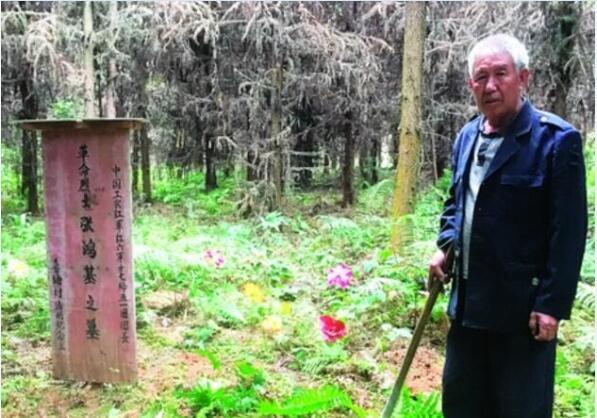 祖孙三代扫墓83年诠释着对红军烈士的敬仰
