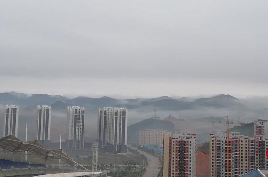 梧州市区雾气缠绕 如同仙境美不胜收