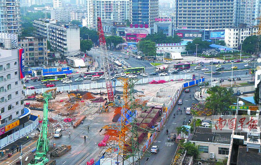 南宁:道路长期围挡施工 居民既无奈又期盼(组图)
