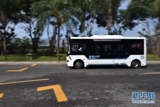 """(科技)(1)""""无人驾驶""""时代临近 智能驾驶公交系统深圳首发试运行"""
