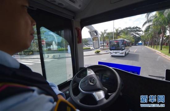 """(科技)(3)""""无人驾驶""""时代临近 智能驾驶公交系统深圳首发试运行"""